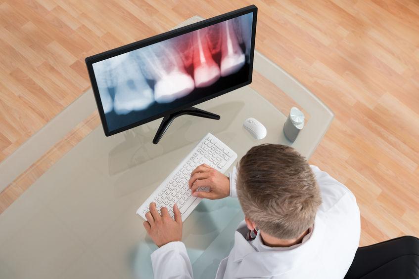 Perdere i denti: l'implantologia computer guidata. A colloquio col dott. Giannetti